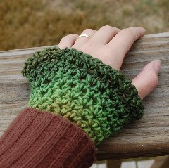 Feminine Wristwarmers Free Crochet Pattern - Inner Child Crochet